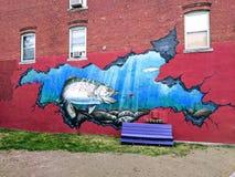 Pintura mural cortante da rua dos peixes imagens de stock royalty free