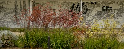 Pintura mural da parede com jardim da flora fotografia de stock