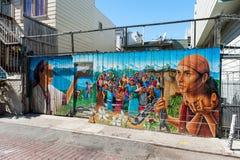 Pintura mural na vizinhança do distrito da missão em San Francisco imagem de stock royalty free