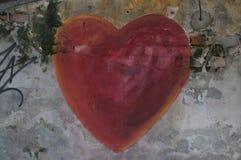 Pintura mural vermelha bonita da forma do coração em Kuala Lumpur fotos de stock