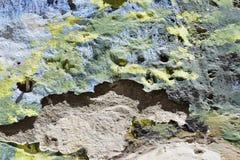 Pintura que forma escamas Textured - azules, amarillos y verde Foto de archivo libre de regalías