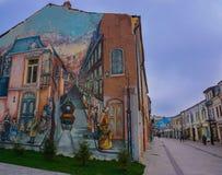 Pintura realista de la perspectiva de la pared del edificio en Craiova Rumania de centro vieja Fotos de archivo libres de regalías