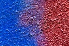 Pintura roja y azul abstracta en el yeso Imagen de archivo libre de regalías