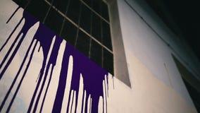 A pintura roxa flui para baixo vídeos de arquivo