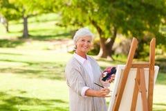 Pintura sênior da mulher Fotos de Stock Royalty Free