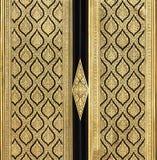 Pintura tailandesa tradicional del estilo en la puerta Imagen de archivo