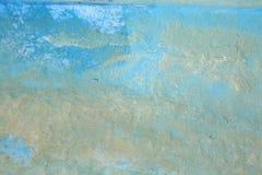 Pintura velha sob um barco foto de stock