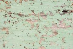 Pintura verde de lasca no fundo de madeira desvanecido fotografia de stock royalty free