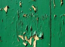 Pintura verde que forma escamas Imagen de archivo