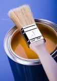 Pintura y cepillo Imagen de archivo