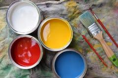 Pintura y cepillo Imagenes de archivo