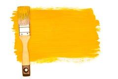 Pintura y cepillo amarillos Imágenes de archivo libres de regalías