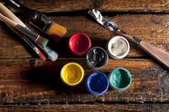 Pintura y cepillos Imagenes de archivo