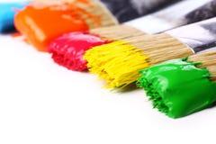 Pintura y cepillos coloridos Imagen de archivo libre de regalías