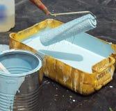 Pintura y rodillo azules Fotos de archivo