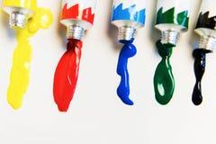 Pinturas acrílicas brillantes Aclare su vida con colores brillantes imagen de archivo libre de regalías