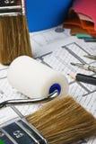 Pinturas, cepillos y accesorios para la reparación Fotografía de archivo libre de regalías