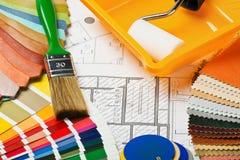Pinturas, cepillos y accesorios para la reparación Foto de archivo