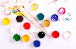 Pinturas coloridas na folha branca Imagens de Stock