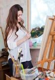 Pinturas da mulher com cores de óleo Fotografia de Stock Royalty Free