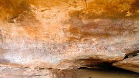 Pinturas de cuevas y petroglifos en la cueva de Amojjar, Mauritania foto de archivo
