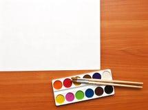 Pinturas de la acuarela y hoja de papel Fotografía de archivo libre de regalías