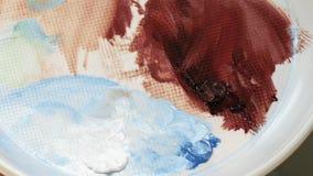 Pinturas de mezcla del color de aceites del artista gráfico en paleta almacen de video