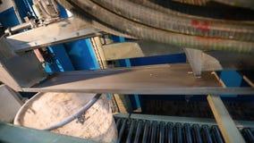 Pinturas de mistura em uma escala industrial, um dispositivo para misturar a pintura, cor-dando a pintura filme