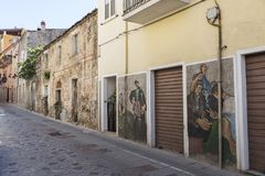 Pinturas de pared famosas en Orgosolo en Cerdeña fotos de archivo