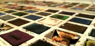 Pinturas del color de agua del vintage en lata fotografía de archivo libre de regalías