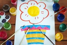 Pinturas del color de dibujo en una hoja blanca foto de archivo libre de regalías