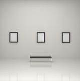 Pinturas dentro de una galería Imagen de archivo