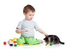 Pinturas do desenho do miúdo com gato Imagem de Stock