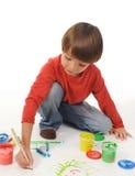 Pinturas do rapaz pequeno Fotografia de Stock