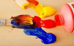 Pinturas e escovas do artista imagens de stock royalty free