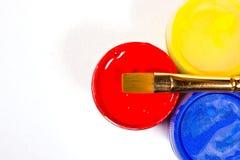 Pinturas e escovas do Gouache Foto de Stock