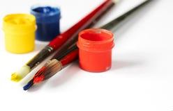Pinturas e escovas Fundo da arte e do ofício imagem de stock royalty free