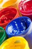 Pinturas e pincéis coloridos Fotos de Stock