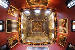 Pinturas en el tejado del museo del Louvre (Musee du Louvre) imagenes de archivo