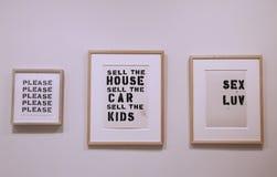 Pinturas intitulados por Christopher Wool na exposição no museu de Solomon R Guggenheim de moderno e na arte contemporânea em New  Fotos de Stock