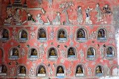Pinturas murais do lago Inle em Shwe Yan Pyay Pagoda foto de stock