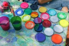Pinturas y brocha de agua Imagen de archivo
