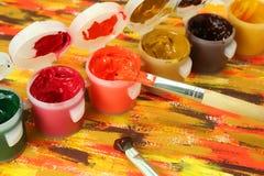 Pinturas y cepillo fotos de archivo libres de regalías