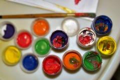 Pinturas y cepillo de los niños Fotografía de archivo libre de regalías