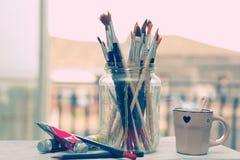 Pinturas y cepillos Foto de archivo libre de regalías