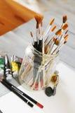 Pinturas y cepillos Imagen de archivo libre de regalías