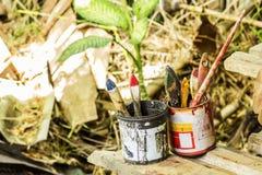 Pinturas y cepillos Fotos de archivo libres de regalías