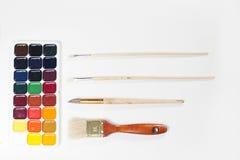 Pinturas y cepillos de la acuarela Fotografía de archivo
