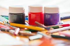 Pinturas y lápices Imagenes de archivo