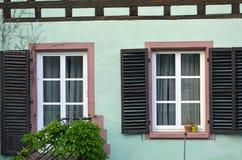 Pinturesque-Fenster und farbige Fassaden von Straßburg in Frankreich lizenzfreies stockfoto